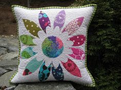 patchwork cushion ideas new craft works Patchwork Quilting, Patchwork Cushion, Quilted Pillow, Applique Quilts, Small Quilts, Mini Quilts, Cute Pillows, Throw Pillows, Quilting Projects