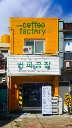 Cafe Interior, Interior Design, Street Coffee, Small Cafe, Chocolate Shop, Cafe Design, Visual Merchandising, Coffee Shop, Signage