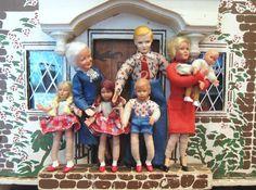 Corey Moortgat- Collage Artist: Meet the Rich Tudor's! Dollhouse Family, Dollhouse Dolls, Miniature Dolls, Dollhouse Miniatures, Antique Dollhouse, Antique Dolls, Vintage Dolls, Retro Vintage, Doll House People