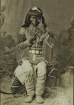 Nal-to - White Mountain Apache - circa (Antique photo of Native American) Native American Pictures, Native American Beauty, Native American Tribes, Native American History, African American History, American Indians, Black Indians, Native Indian, Blackfoot Indian