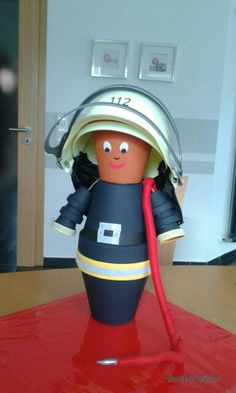 Ein süßer Feuerwehrmann aus Tontöpfe