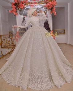 Muslimah Wedding Dress, Muslim Wedding Dresses, White Wedding Dresses, Red Wedding, Bridal Dresses, Wedding Gowns, Bridal Hijab, Hijab Bride, Hijab Dress Party