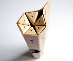 Maude Buissière has developed this nice concept of detachable pencils created from a single sheet of wood in my packaging class. Incense Packaging, Craft Packaging, Pretty Packaging, Cosmetic Packaging, Packaging Ideas, Label Design, Branding Design, Package Design, Ecole Design