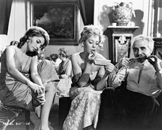 The trapped dinner guests in El ángel exterminador / The Exterminating Angel