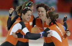 The last medal for The Netherlands is also Gold! Ireen Wüst, Marrit Leenstra, Jorien ter Mors and Lotte van Beek won the Team Pursuit for Ladies #Sochi2014 #SpeedSkating
