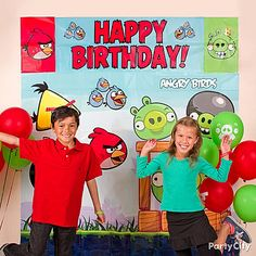 Add party decorations that go where the birds are — up high! A brightly colored Angry Birds Scene Setter creates the ultimate party look and is great for photo ops!