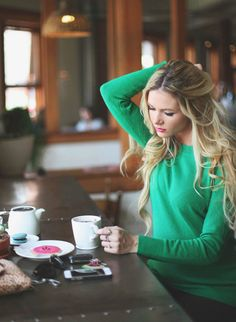 For KP // Bright Winter // This green with pink lipstick looks so cute on Bright… Coffee Girl, Hot Coffee, Coffee Break, Coffee Drinks, Morning Coffee, Coffee Shop, People Drinking Coffee, Chantal, Cuppa Joe