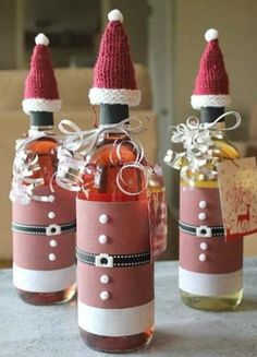 Free Christmas Knitting Patterns - The Ultimate Resource Wine Bottle Gift, Wine Bottle Covers, Wine Bottle Crafts, Wine Gifts, Colorful Christmas Decorations, Wrapped Wine Bottles, Christmas Wine Bottles, Christmas Knitting Patterns, Christmas Crafts