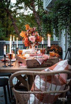 Autumn Al Fresco: Fall Candlelit Entertaining #alfresco #fall #fallentertaining #tablescape #tablesetting #candlelight #autumn #entertaining #falldecor