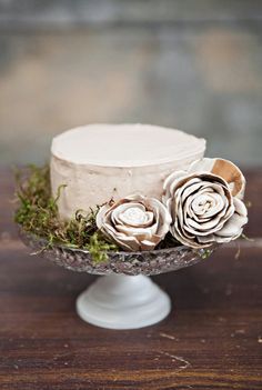 """serving suggestion for a cheese with a rind--note the artichoke """"roses"""" Wedding Cake Rustic, Rustic Cake, Elegant Wedding Cakes, Woodsy Cake, Cake Wedding, Rustic Weddings, Elegant Cakes, Indian Weddings, Wedding Pics"""