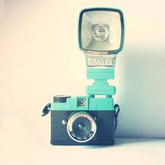 Watch out Urban Outfitters, I'm coming for this camera! Old Cameras, Vintage Cameras, Monuments, Little Camera, Photography Camera, Digital Photography, Photography Accessories, Zoom Photo, Lomography