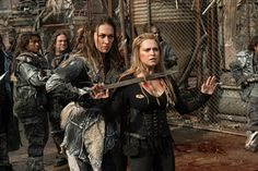 The 100 Season 1, The 100 Serie, The 100 Characters, The 100 Clexa, The 100 Show, Human Poses Reference, Eliza Taylor, Female Fighter, Bellarke