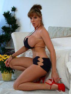 Busty milf in bikini