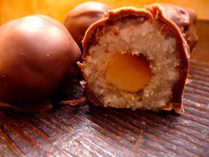 bouchées chocolat noix de coco, intérieur noix de Macadamia.  Meilleur que les Bounty  ©cocineraloca.fr