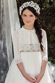 Tiara for kids White Communion Dress, Girls Communion Dresses, Twin Outfits, Girl Outfits, Little Girl Dresses, Flower Girl Dresses, First Communion Veils, Party Frocks, Maid Dress