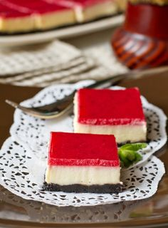 Cheesecake with white chocolate and strawberry jelly