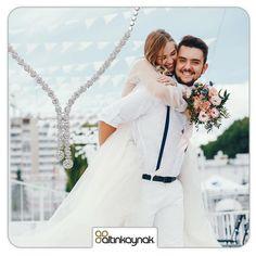 Düğün sezonundan merhaba.. Altın takılarını daha almayan çiftler en güzel takıları online mağazada bulabilir. #altıntakı #pırlantaset #zarafetinkaynağı Satin, Wedding Dresses, Fashion, Dress Wedding, Bride Dresses, Moda, Bridal Gowns, Fashion Styles, Elastic Satin