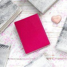 Kožené zboží Card Holder, Wallet, Cards, Collection, Rolodex, Maps, Playing Cards, Purses, Diy Wallet