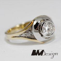 Pierścionek z diamentami wykonany z dwóch kolorów złota.