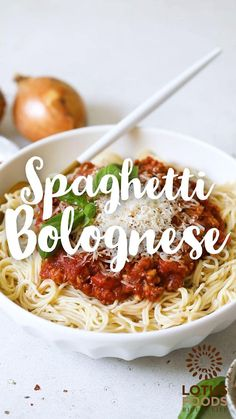 Spaghetti Bolognese is a classic Italian pasta dish. This recipe uses umami-rich tempeh instead of meat to create an incredibly rich and flavorful sauce. Best of all - it comes together in less than half an hour! #spaghetti #ramen #noodles #pasta Vegan Dinner Recipes, Meal Recipes, Food Videos, Recipe Videos, Italian Pasta Dishes, Pasta Sauce Recipes, Spaghetti Bolognese, Food Website, Us Foods