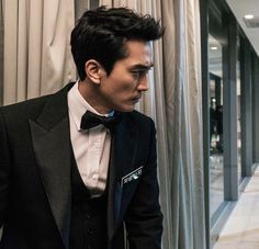 """Gray"""" of """"Fifty Shades Of Gray"""". He would portray Mr. Gray with more hands on the sex scene. He's not afraid to go there, up close and personal. Song Seung Heon, Drama Korea, Korean Drama, Asian Actors, Korean Actors, Sung Hyun, Black Korean, Drama Movies, Actor Model"""