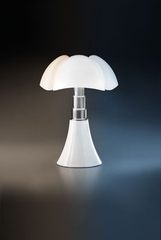 Thanks to the Tunable White Led (dynamic white) technology, the Pipistrello lamp is able reproduce the natural light pattern by modulating the color temperature of the LEDs. Based on demands or needs, the user can modify the tone of white as they wish through the CASAMBI application that allows adjusting the color from 2400K to 6500K, enhancing even the most minute nuances, improving perception and featuring a high quality color rendering (Ra 90) without altering the colors. Standing Lamps, Dimmable Led Lights, Different Tones, White Bodies, Diffused Light, Technical Drawing, Color Temperature, White Lead, Light Table