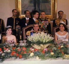 Le mariage de Mohammad Reza Pahlavi, Chah d'Iran avec Farah Diba le 21 décembre 1959 – avec La Princesse Shahnaz Pahlavi, Le Chah d'Iran Mohammad Reza Pahlavi et Farah Diba.
