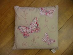 CREAMY BEIGE BUTTERFLY PATCHWORK APPLIQUE CUSHION: Amazon.co.uk: Kitchen & Home