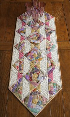 Crazy Quilt Blocks Make a Lovely Runner - Quilting Digest how to do crazy patchwork aapliqued and quilted bed runner Table Runner And Placemats, Table Runner Pattern, Quilted Table Runners, Fall Placemats, Quilting Projects, Quilting Designs, Sewing Projects, Quilting Templates, Quilting Ideas