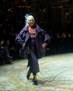 #ELLEshowtime  깜짝 등장!  모델로 변신해 런웨이에 오른 디자이너 #비비안웨스트우드 그녀의 멋진 캣워크와 피날레 함께 감상하실까요 @viviennewestwoodofficial  via ELLE KOREA MAGAZINE OFFICIAL INSTAGRAM - Fashion Campaigns  Haute Couture  Advertising  Editorial Photography  Magazine Cover Designs  Supermodels  Runway Models