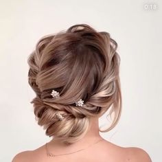 Wedding hair inspiration with this beautiful up do with a twisted braid finished with the Jetta hair pins by The Bobby Pin # wedding Braids videos Beautiful braided bridal up do/Wedding Hair/The Bobby Pin Accessories Bride Hairstyles With Veil, Wedding Hairstyles For Long Hair, Down Hairstyles, Bridesmaid Hairstyles, Bridal Hairstyles, Indian Hairstyles, Homecoming Hairstyles, Easy Hairstyles, Wedding Hairdos