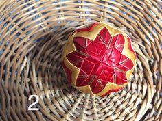 Dekorácie - vianočné patchworkové gule červeno-zlaté - 7147268_