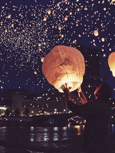 Sky lanterns are used to symbolize hopeful beginnings. As they rise up to the sky, so do your troubles, so that peace can begin to take over (Grand Rapids, Michigan) Beautiful World, Beautiful Places, Beautiful Pictures, Dream Pictures, Nature Pictures, Sky Lanterns, Floating Lanterns, Tangled Lanterns, Wish Lanterns