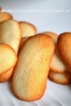 Come si fa a resistere al fascino di questi biscottini. Serviti con un buon caffè forte sono una vera coccola. Ingredienti ...