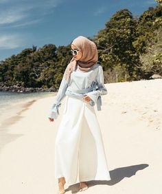 Hijab travel to the beach Hijab Casual, Ootd Hijab, Hijab Chic, Girl Hijab, Hijab Fashion Summer, Muslim Fashion, Modest Fashion, Fashion Outfits, Turban