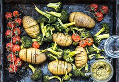 Ideaal na een lange dag: aardappelen met broccoli uit de oven – Fitgirls.nl A Food, Garlic, Vegan Recipes, Potatoes, Pumpkin, Vegetarian, Pesto, Vegetables, Drinks