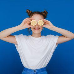 """Die Zellen im Körper benötigen für ihre Funktion eine gute Versorgung mit Vitamin C. Aber auch viele Prozesse, wie etwa die Wundheilung oder das Immunsystem, brauchen Vitamin C als Radikalfänger gegen """"aggressive"""" Substanzen. Studien deuten darauf hin, dass ein Vitamin-C-Mangel einen Hörsturz oder Tinnitus begünstigen kann. Die Einnahme von Vitamin C dient somit zur Verbesserung der Durchblutung und kann ggfs. zur Steigerung der Hörempfindlichkeit beitragen. Jetzt mehr erfahren ...."""