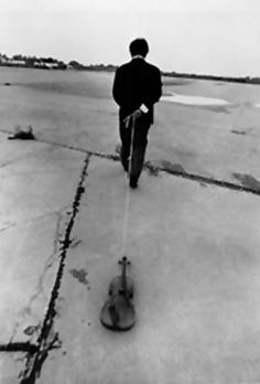 "Nam June Paik (Korea), ""Violin to be dragged on the street"", New York, US, 1975."