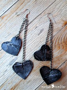 Mother Crafter DIY Valentine:Tough Love Leather Earrings {Tutorial} / DIY Valentín: Aros de Corazones de Cuero