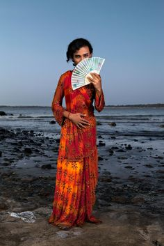 'Third Gender,' Photographed by Jill Peters A diverse group of people in India who identify as neither male nor female. Gender Examples, Third Gender, Oriental Fashion, Crossdressers, Transgender, Gq, Vintage Outfits, Sari, India