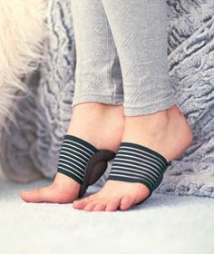 Cushioned Arch Supports help provide all-day relief for your achy feet. They absorb shock with every step, while the comfortable compression band hugs your foot