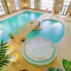 Amazing Inspirational And Beautiful Luxury Indoor Swimming Pool Design In Piscinas Interiores Design Indoor Pools, My Pool, Pool Spa, Piscine Coque Polyester, Ideas De Piscina, Decoration Inspiration, Decor Ideas, Beautiful Pools, Beautiful Things