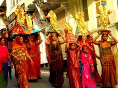 The Mewar Festival is an annual event, celebrated in Udaipur, Rajasthan. It welcomes the onset of the spring season. In this three-day festival, tourists can have a gala time, enjoying colourful processions, dance, music and firework displays.