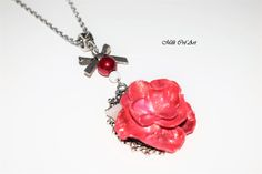 Collier fleur rose rouge irisée