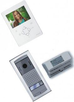 ACIFARFISA ZH1252AGLEW VIDEO KIT DUO EASY VIDEOCITOFONO 2 FILI MONOFAMILIARE A COLORI CON MONITOR VIVAVOCE PRONTA INSTALLAZIONE. TMT CONSEGNA IN TUTTA ITALIA ISOLE COMPRESE.Videokit monofamiliare colore con tecnologia semplificata DUO EASY. Pronto e completo per l'installazione, composto da monitor ZheroS, posto esterno VD2101AGL, alimentato dal bus e 2221ML