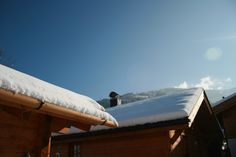 Snow capped rooftops at Dorfchalets Rooftops, Outdoor Furniture, Outdoor Decor, Sun Lounger, Airplane View, Snow, Home Decor, Kaprun, Cottage House