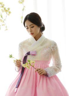 Korean Hanbok, Korean Dress, Korean Outfits, Korean Traditional Dress, Traditional Dresses, Yoon Sun Young, Different Styles, Korean Girl, Korean Fashion