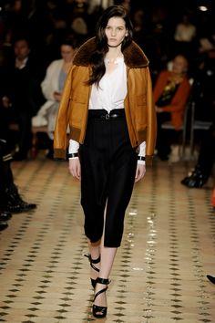 Al frío con estilo Chanel y Hermès lanzaron sus colecciones otoño-invierno 2013. Karl Lagerfeld, Hermes, Burberry, Chanel, Fashion, Cold, Fashion Trends, Fall Winter, Style
