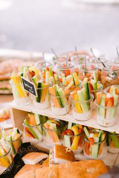 Wedding Reception Appetizers, Wedding Snacks, Wedding Food Stations, Wedding Catering, Cheap Wedding Food, Wedding Food Bars, Appetizer Buffet, Appetizer Recipes, Appetizer Ideas