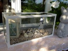 Use an old aquarium and decorate it with the things you like! Outdoor Fish Tank, Unique Candle Holders, Outdoor Projects, Outdoor Decor, Garden Terrarium, Terrariums, Aquarium Design, Aquarium Decorations, Cute Home Decor